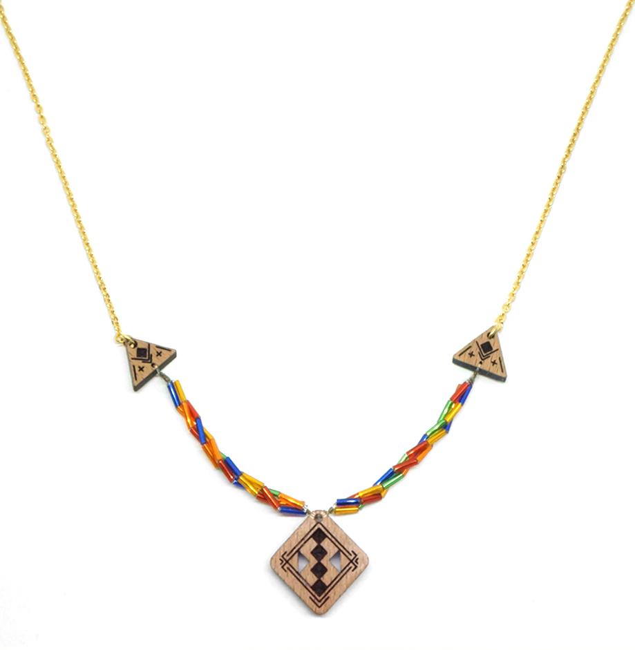 collier avec pendentif berbère en bois et chaine coloré