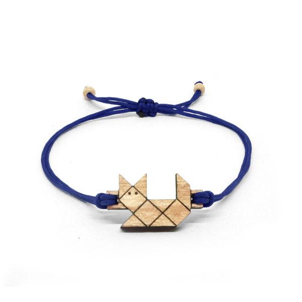 bracelet minimaliste bleu marine avec pendentif en bois et en forme de chat