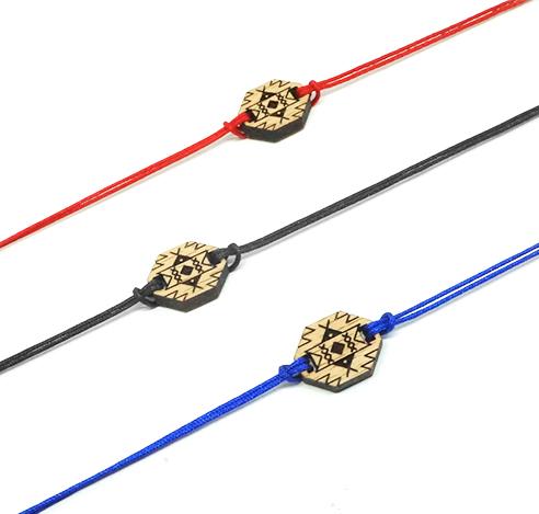 ensemble de bracelets cordon avec pendentif berbère en bois