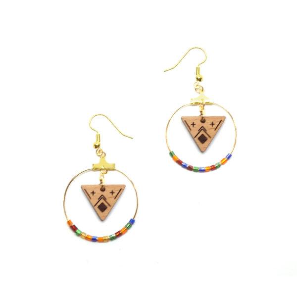 boucles d'oreilles en bois en forme de triangle et cercle coloré