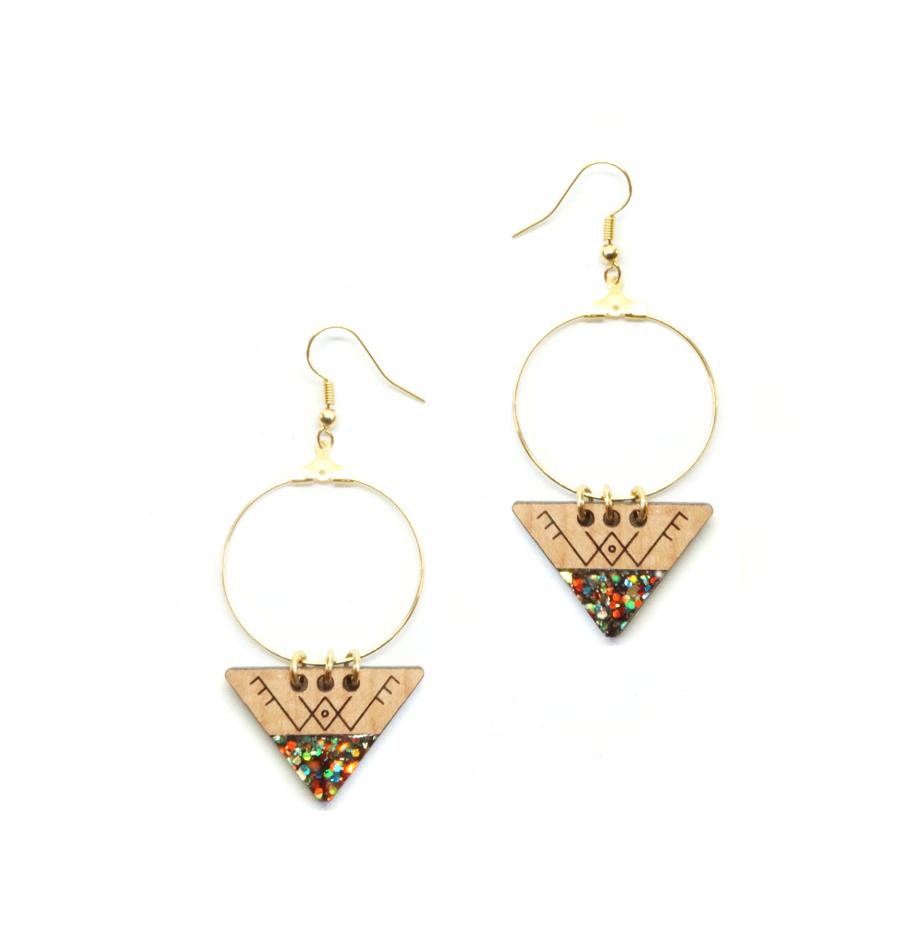 boucles d'oreilles berbères avec grand cercles et triangles en bois et en résine