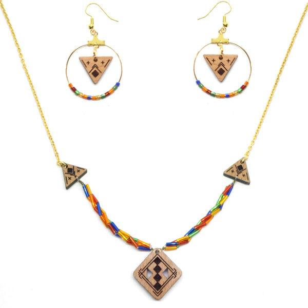 collier berbère coloré et boucles d'oreilles en bois colorées